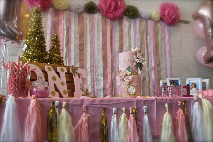 Aria's Winter ONEderland cake table